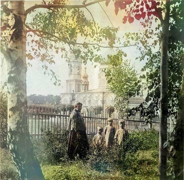 Возле женского Успенского монастыря