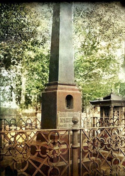 Надгробие Е.И.Мешковой на Архиерейском кладбище