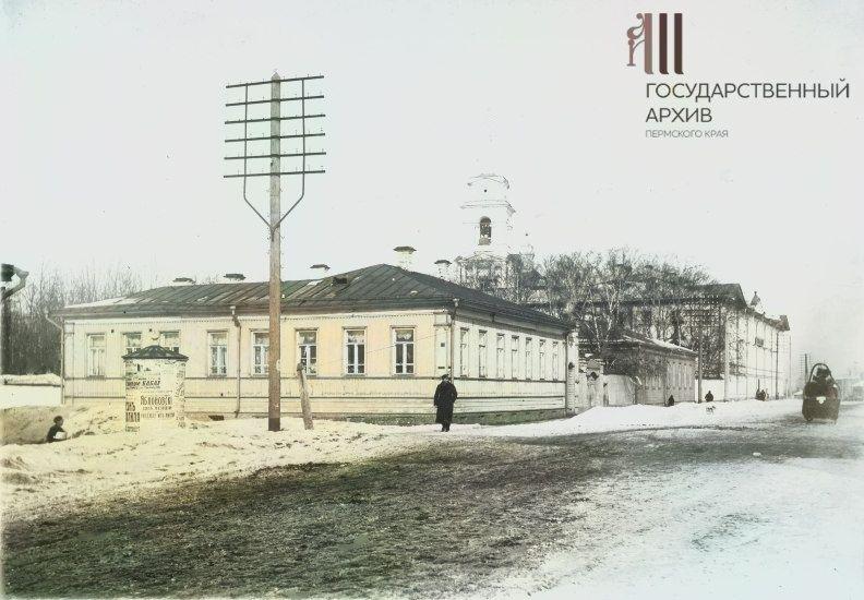 Угол улиц Монастырской и Красноуфимской (Куйбышева)