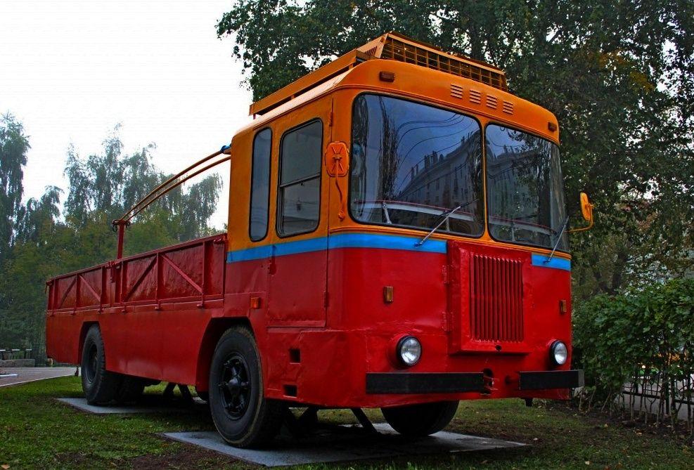 Памятник троллейбусу КТГ-2