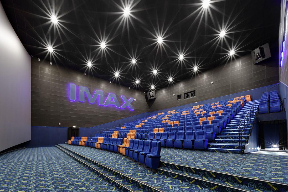 В кинотеатре Кристалл