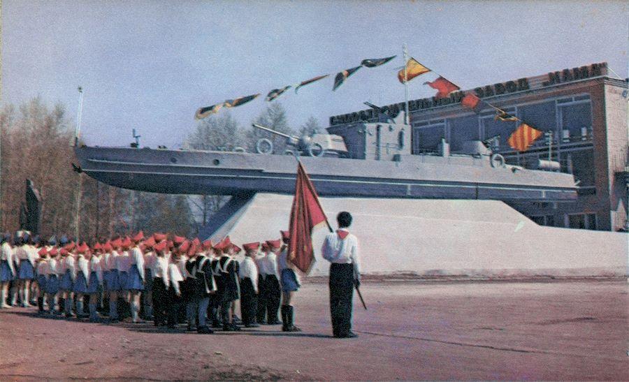 У судостроительного завода Кама, 1975 год