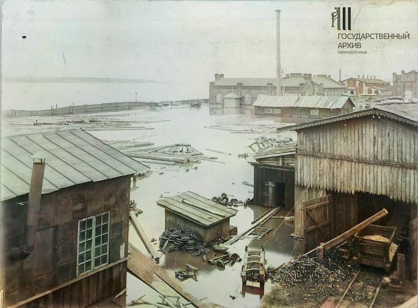 Мотовилихинской завод во время половодья на Каме