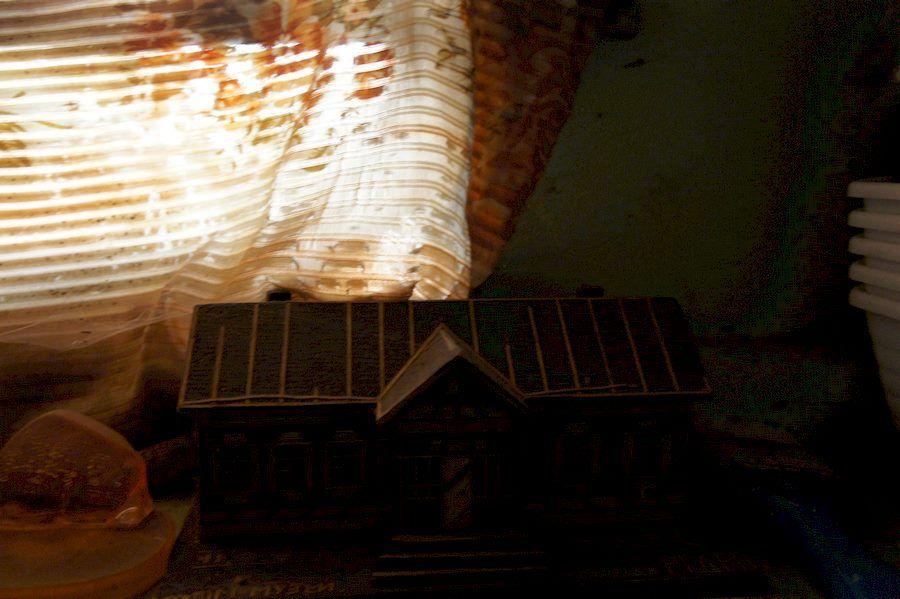 уменьшенная деревянная копия дома-музея 1 съезда РСДРП