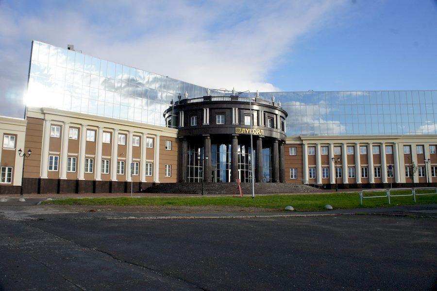 Современное здание Лукойла.