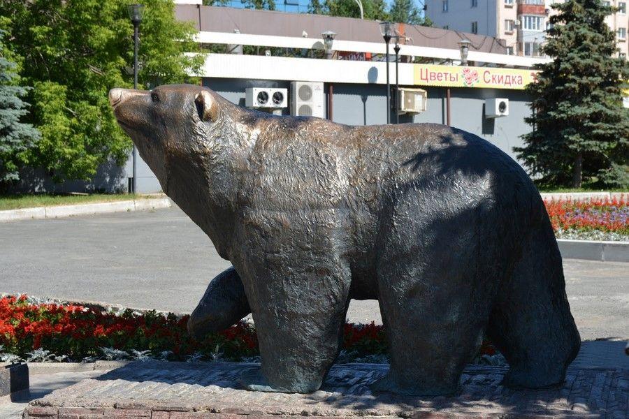 Памятник медведю
